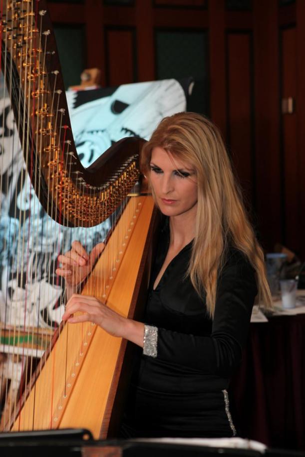 Harfe für Askania-Foto by Stephan Pentz, tausend Dank! Catsuit von www.sthenno.net