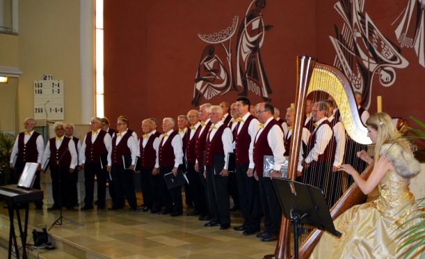 Der Sonari Chor und die Harfe-Danke an Frau Hering für das Foto!