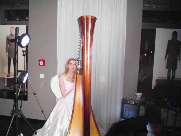 Harfen-Engel im SirSavigny