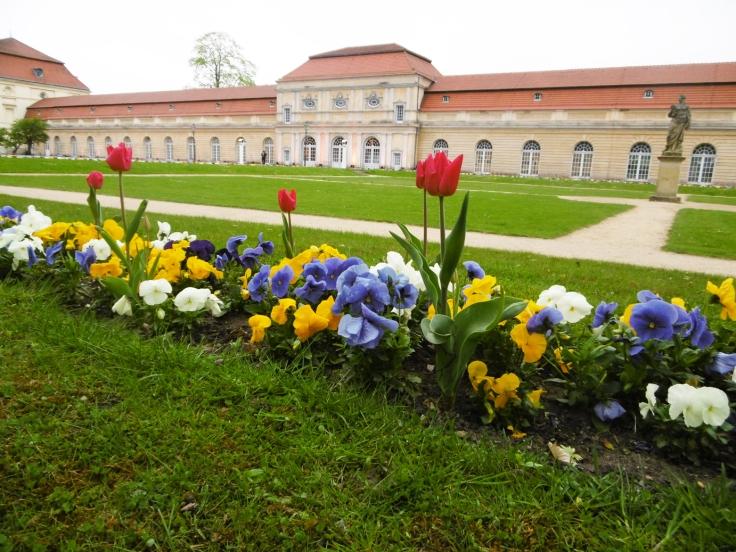 Die Orangerie des Schlosses Charlotenburg in frühlingshaftem Ambiente