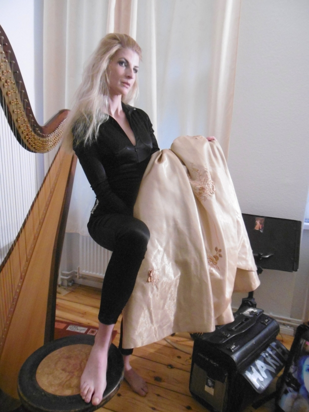 Kleider-Wahl...catsuit by http://sthenno.net/