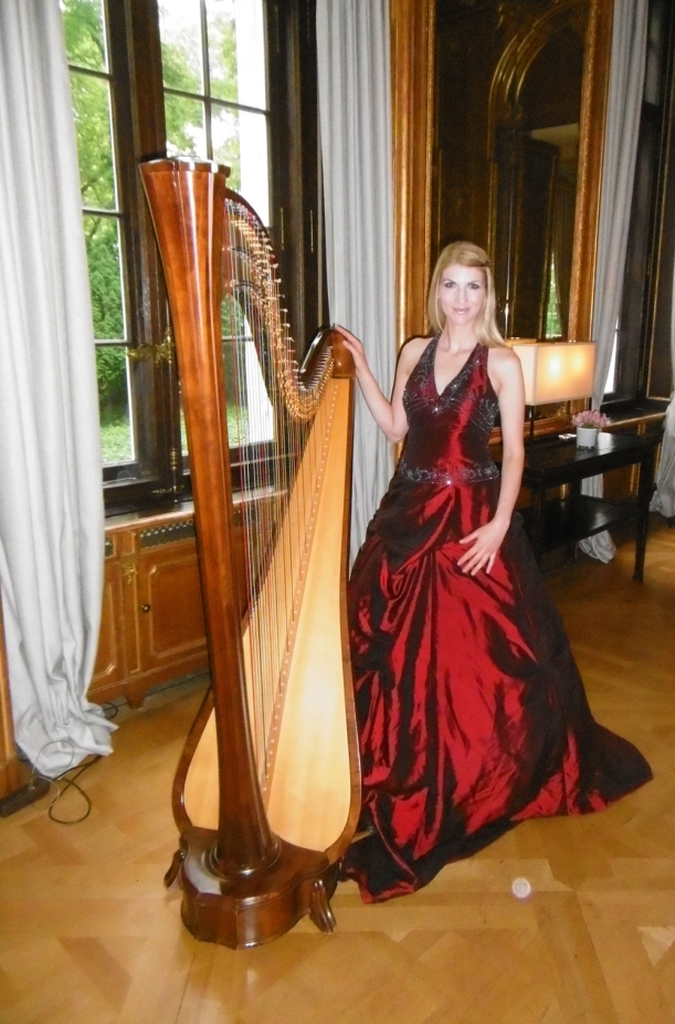 Harfenistin Simonetta im Schlosshotel Berlin, danke an Uta H.-T. für das Foto