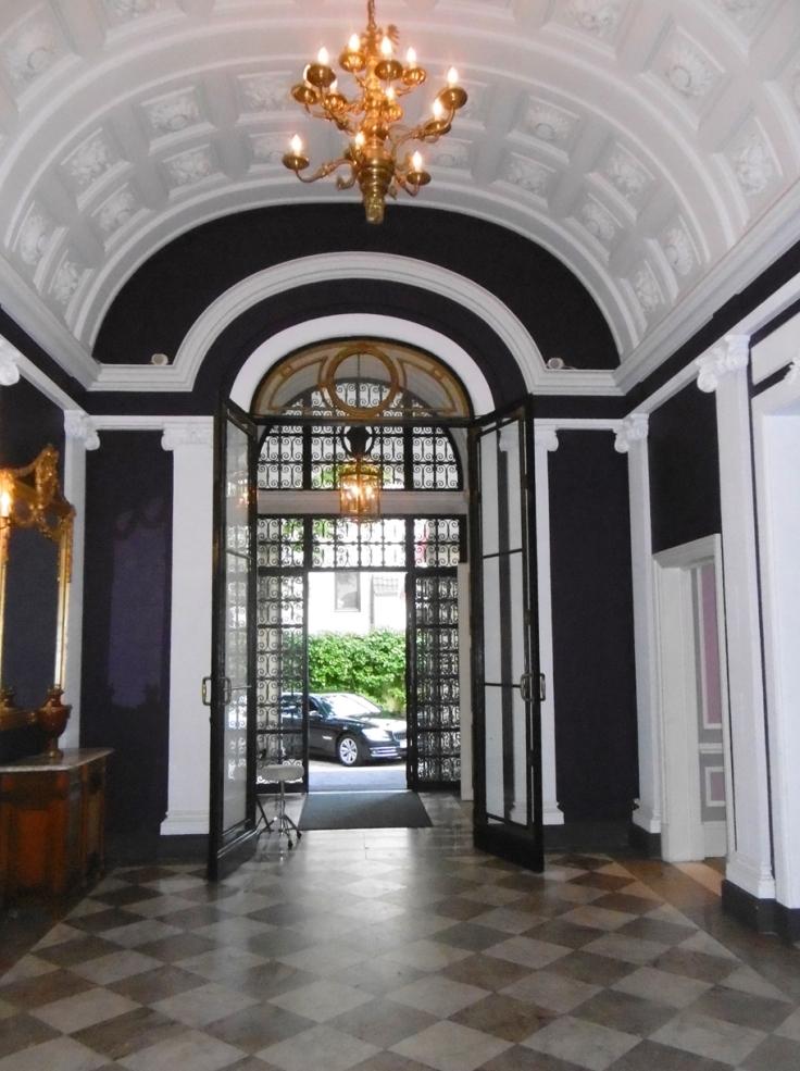 Eingang des Schlosshotels