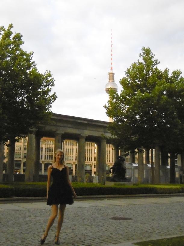 Schnappschuss vor der alten Nationalgalerie , photo by Shota, danke!