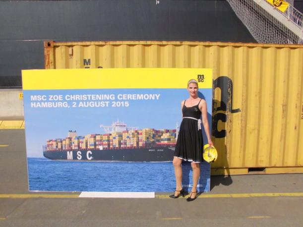 nach getaner Hafen-Harfen-Arbeit : ein Fotos vor der offiziellen Foto-Wand