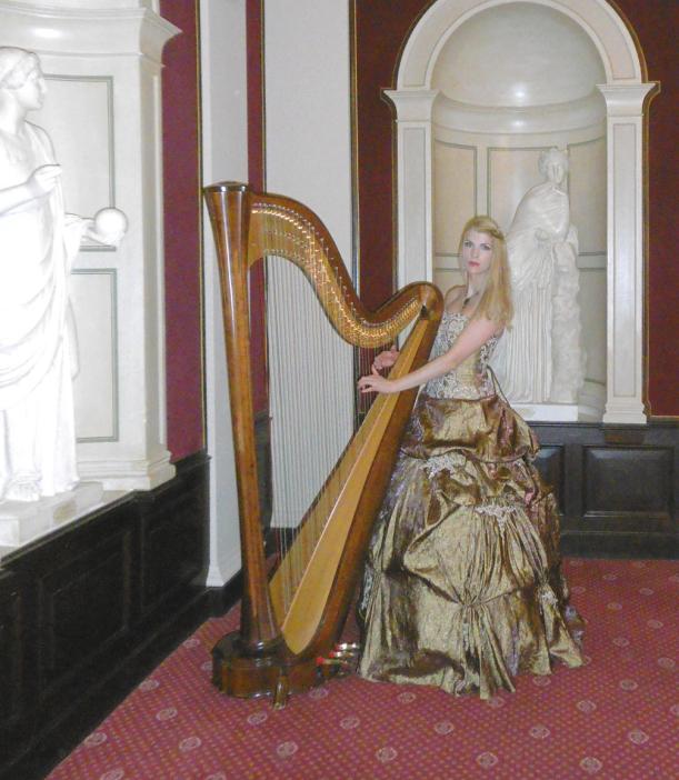 zwischen den Musen läßt sich die Harfe besonders gut stimmen...