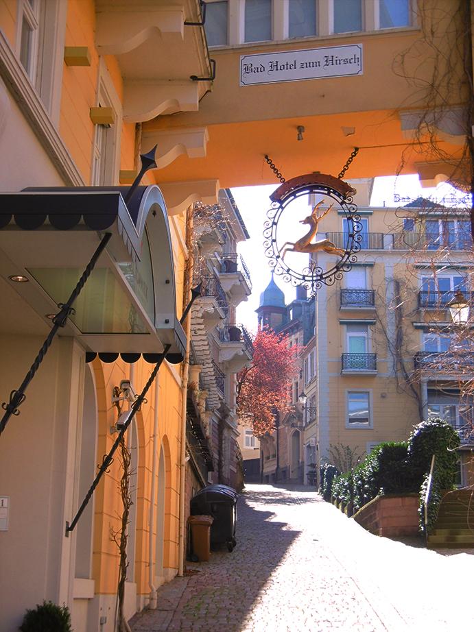 eine malerische Gasse vor dem Hotel