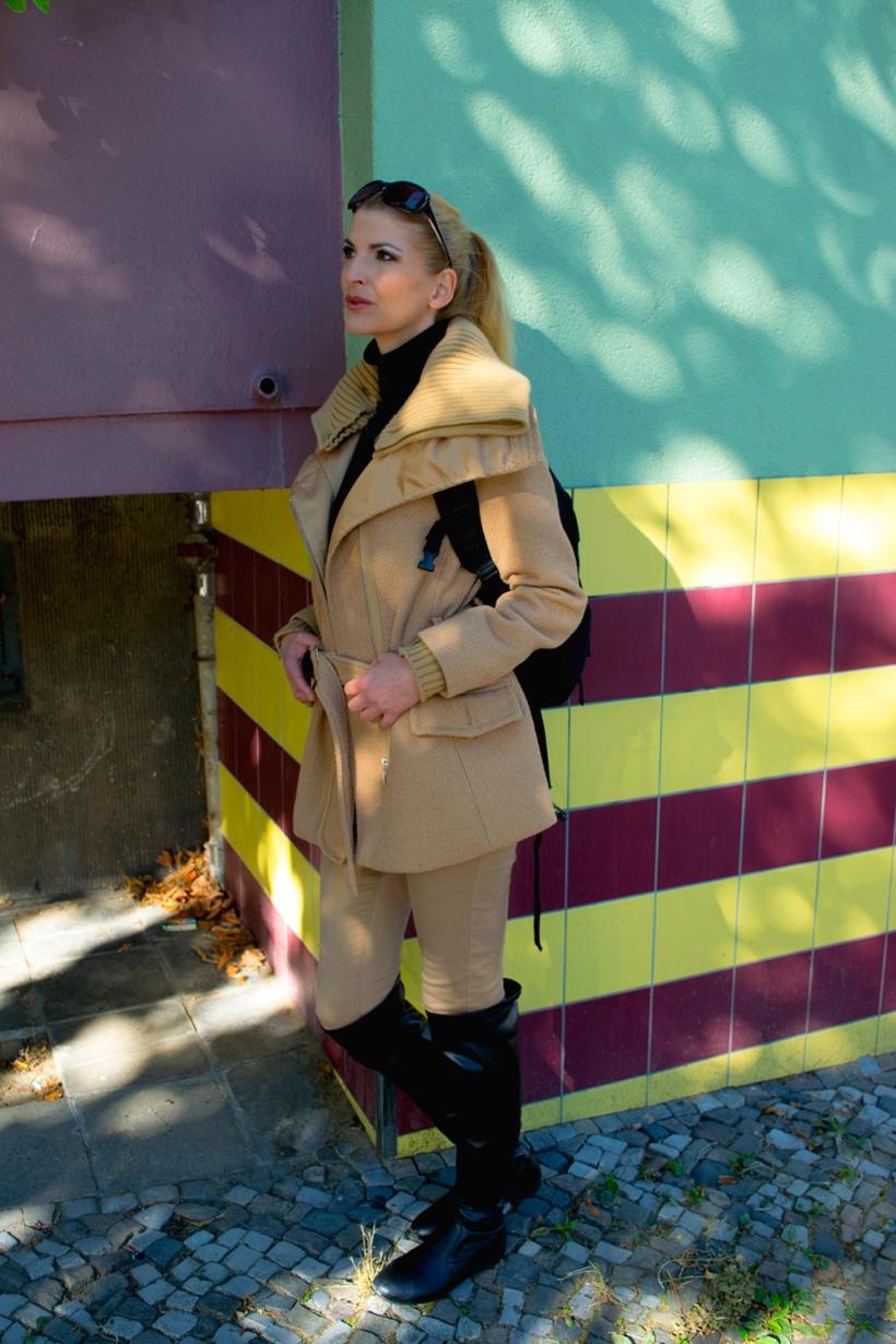 Harfenistin Simonetta beim Herbst-Spaziergang durch Kreuzberg