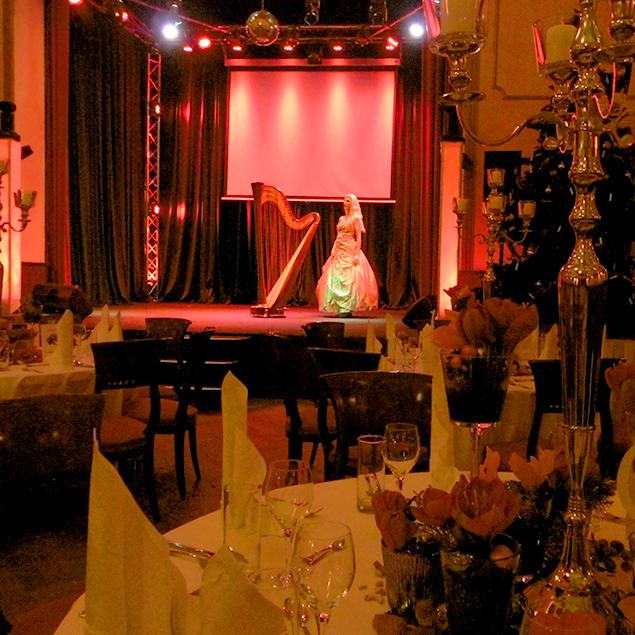weihnachtliche auftritte mit der berliner harfenistin simonetta die hauptstadt harfe. Black Bedroom Furniture Sets. Home Design Ideas
