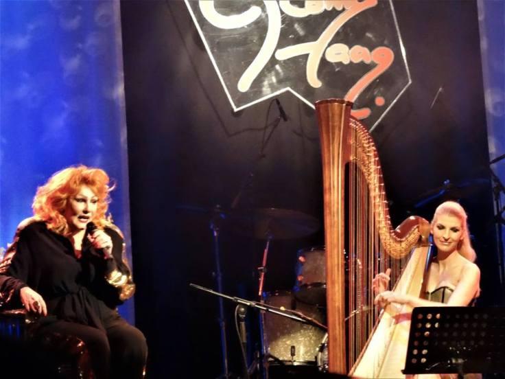 Ich weiß, es wird einmal ein Wunder geschehn....Harfe und Romy Haag