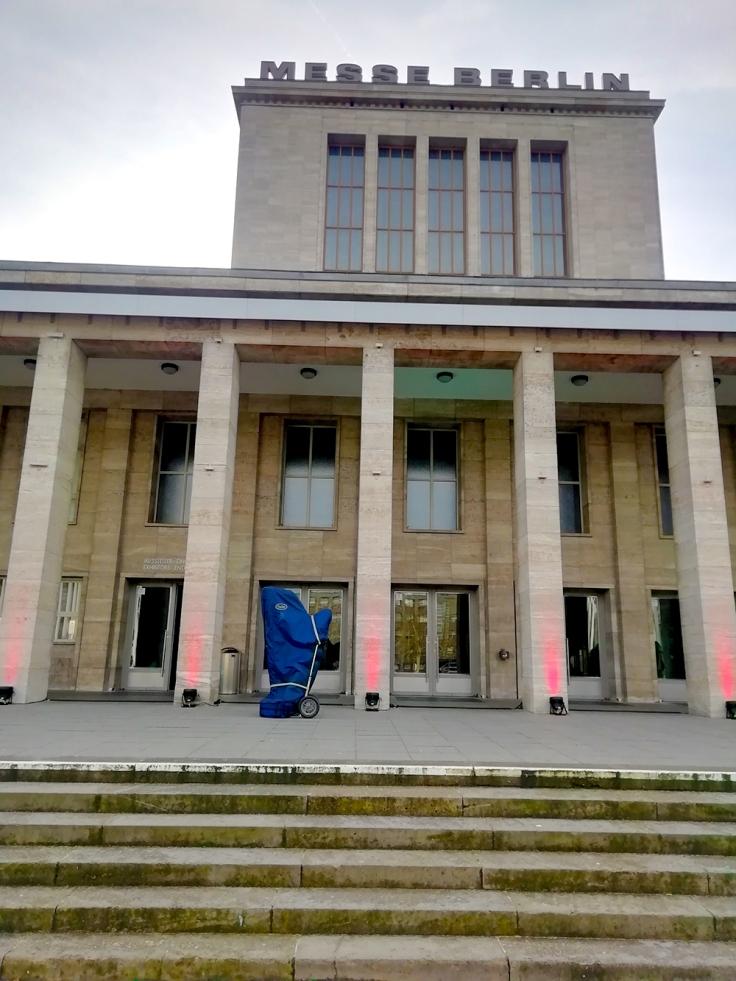 Harfe vorm Palais am Funkturm