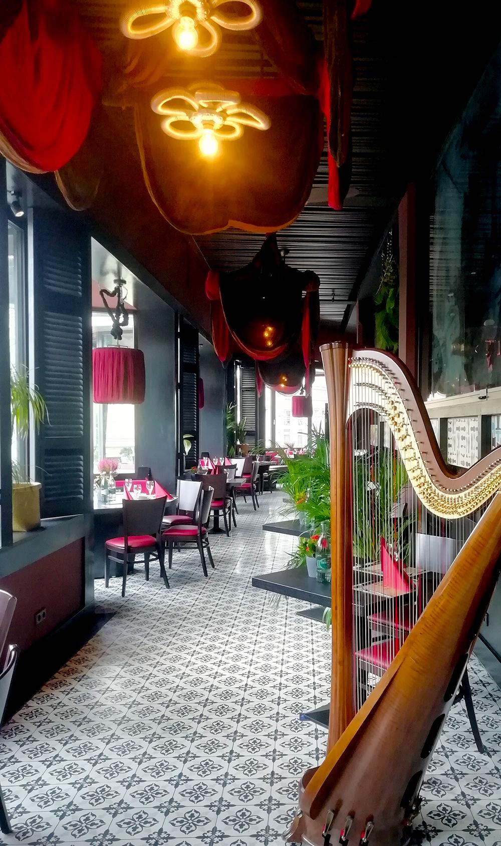 Harfenmusik,Harfenistin, Harfinistin, Harfistin, Harfenspielerin, Coronakonform, Eventmusik , klassische Musik, asiatisches Restaurant,vietnamesisches Restaurant Berlin, Ngon,